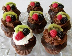 FRUIT_TOPPED_CUP_CAKES_CHOCOLATE.245112934_std